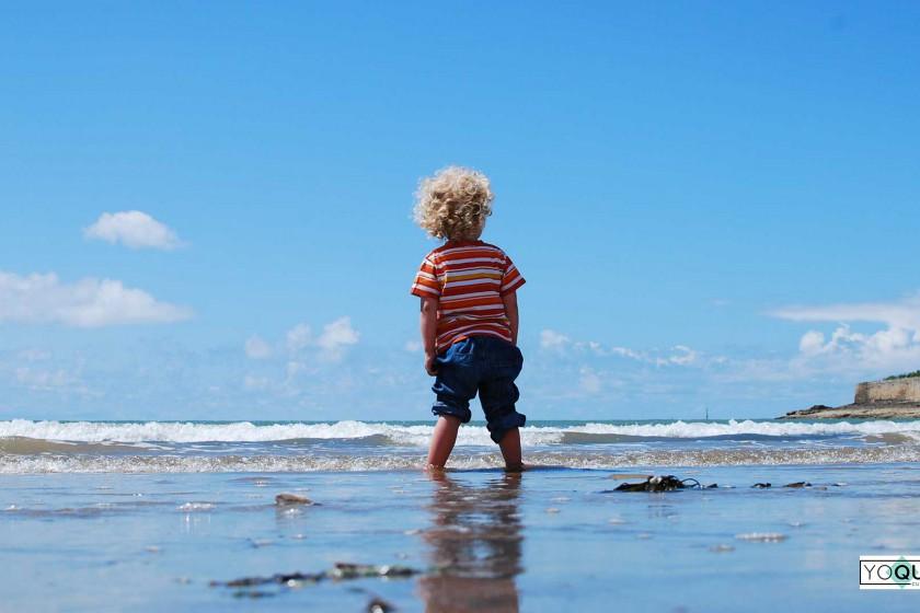 bebés en la playa